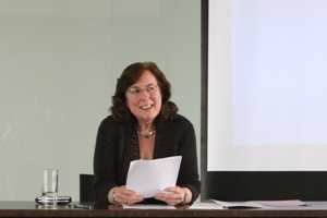 Dr Fiona  Elliott